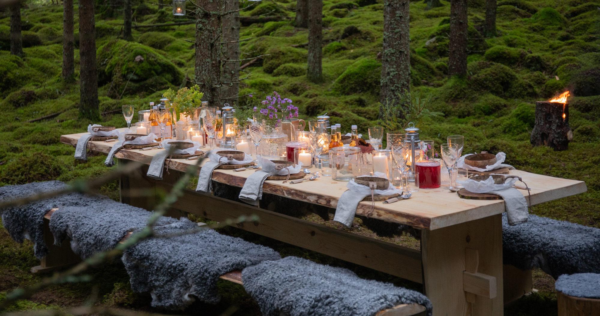 Den småländska maten har format svenska matvanor, från lingonsylt till husmanskost, här syns bord vid Asa Herrgård i The Edible Country, foto av August Dellert