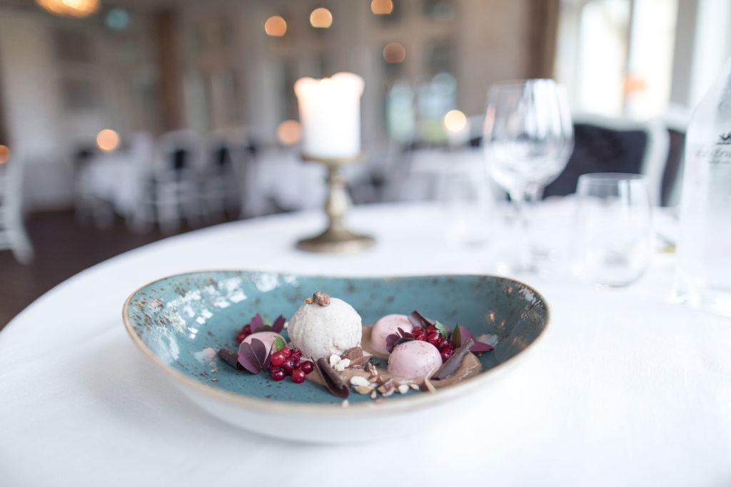 Dessert på dukat bord Hestraviken