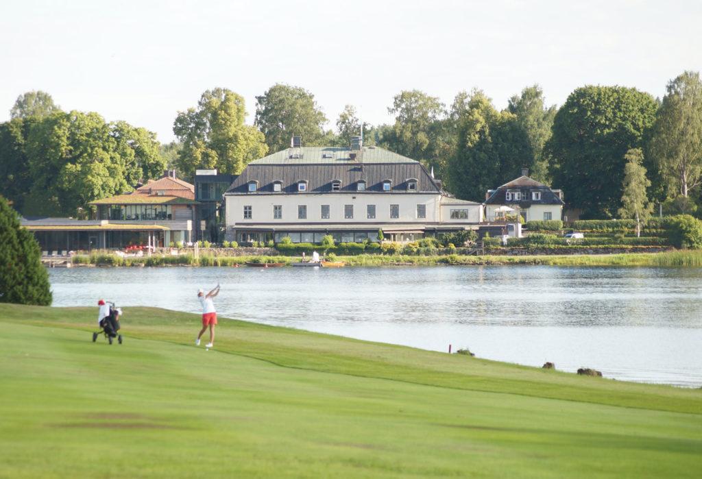 Golfare på golfbana vid Hooks Herrgård i Småland