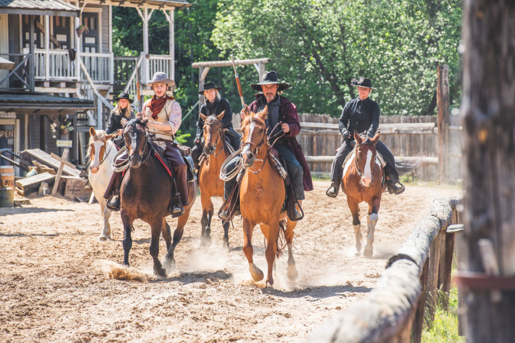 Cowboys under en show på High Chaparral  i Småland